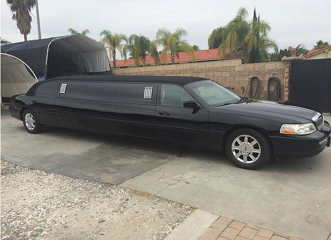 Black Lincoln Town Car Limo Ontario