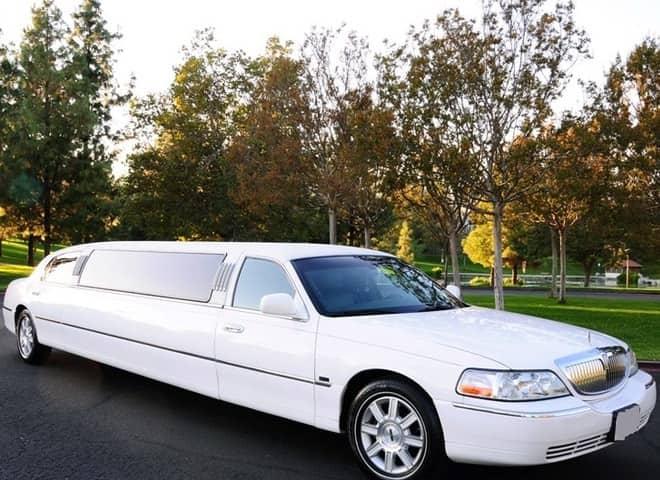 White Lincoln Town Car Limousine Ontario