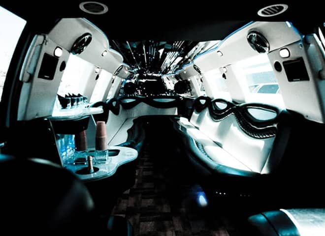 White Lincoln Navigator Limousine Ontario